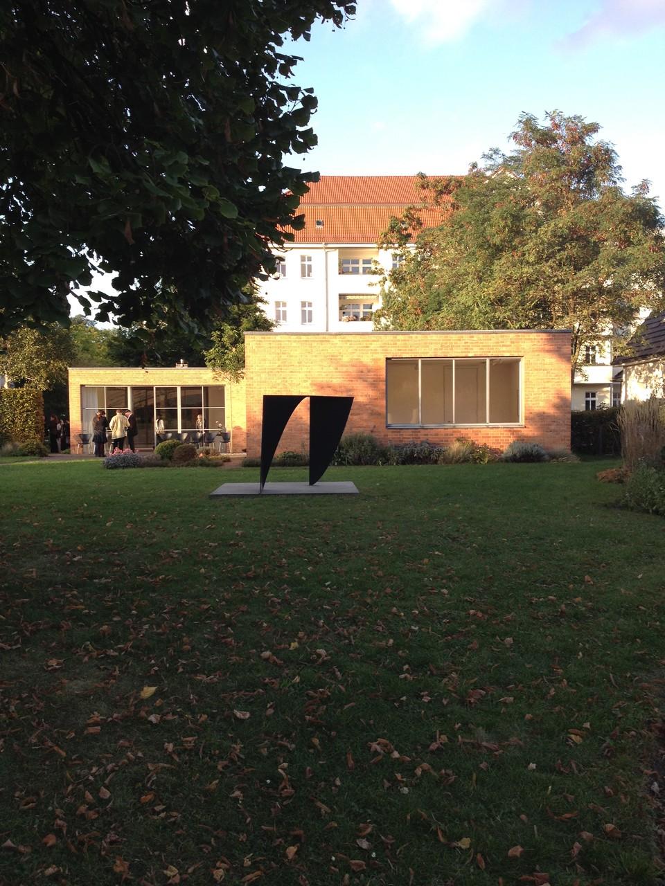 Skulptur im Garten des Mies van der Rohe Haus, Berlin 1994