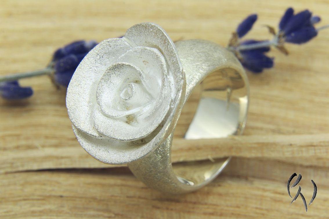 Schöner, auffälliger Rosenring im Sale