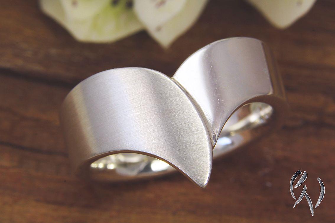Neu: Auffälliger Ring Silber 925/-