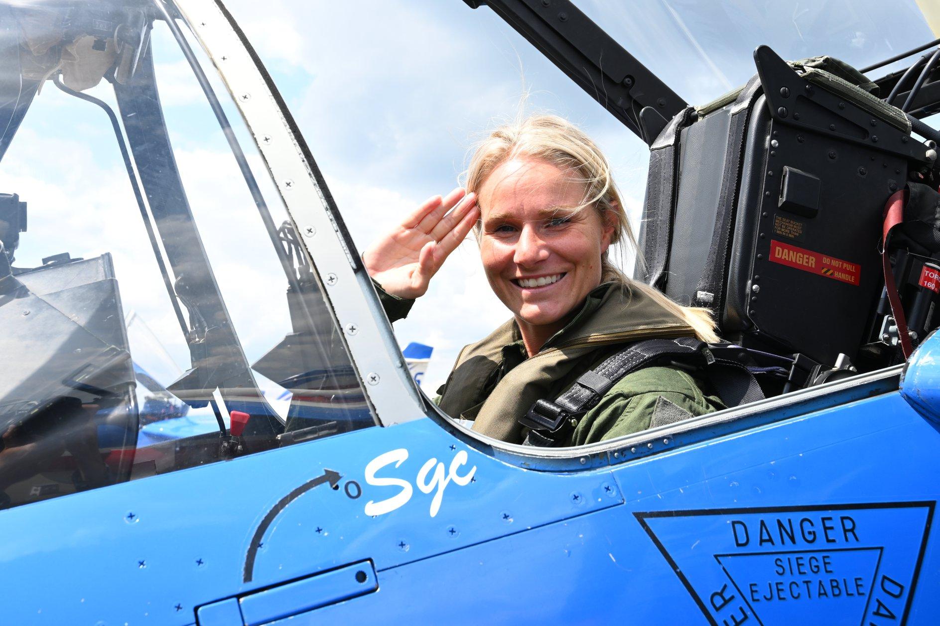 Amandine Henry à la base aérienne 107 de Villacoublay, le 13 juillet 2019. © Michel Jouary / Patrouille de France