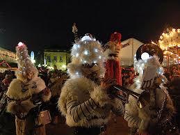 (DR) Compagnie Remue ménage-Les Gnomikys-Marché de Noël Amiens- CASA Chambres d'hôtes