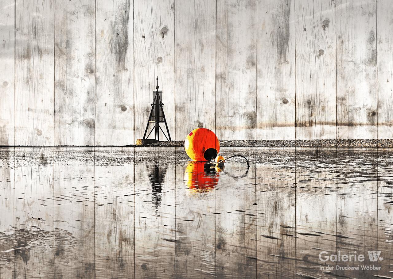 51148 Kugelbake mit roter Boje auf Holz