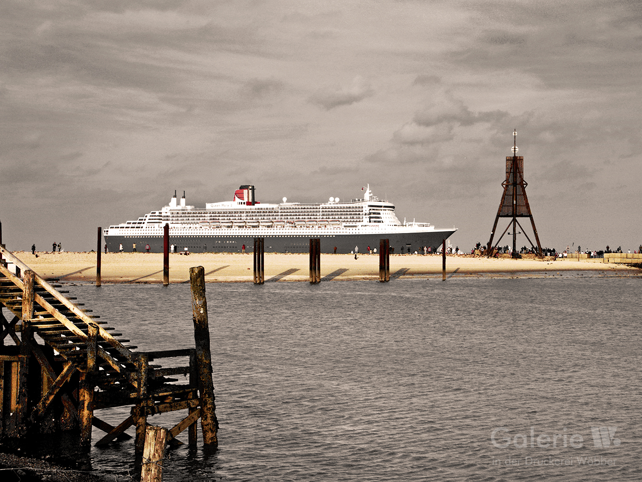 40133 Queen Mary II bei der Kugelbake