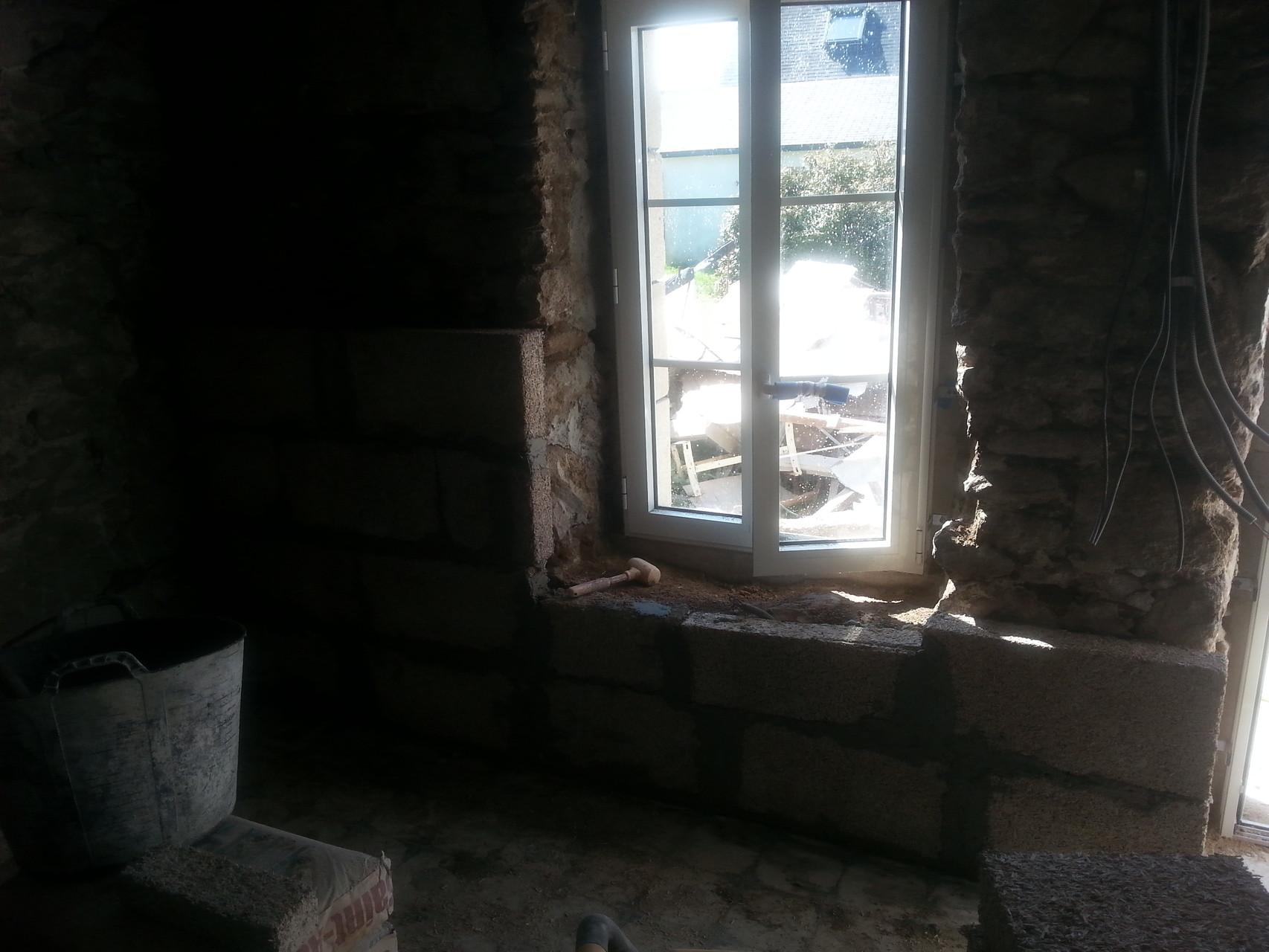 isolation de maison en pierre avec des briques de chanvre
