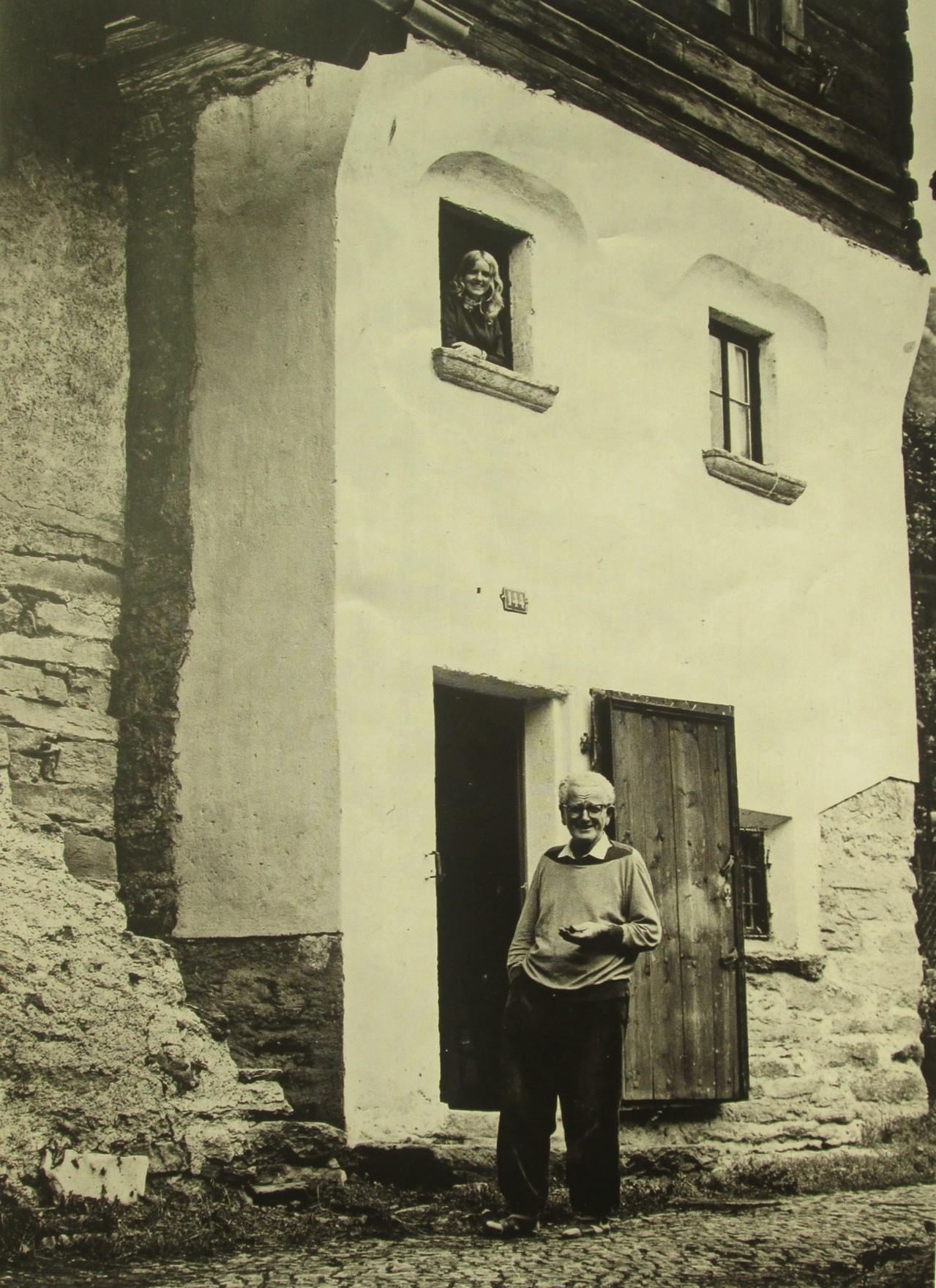 """Meine Mutter und mein Grossvater vor dem """"Casa Torre"""" :-)"""