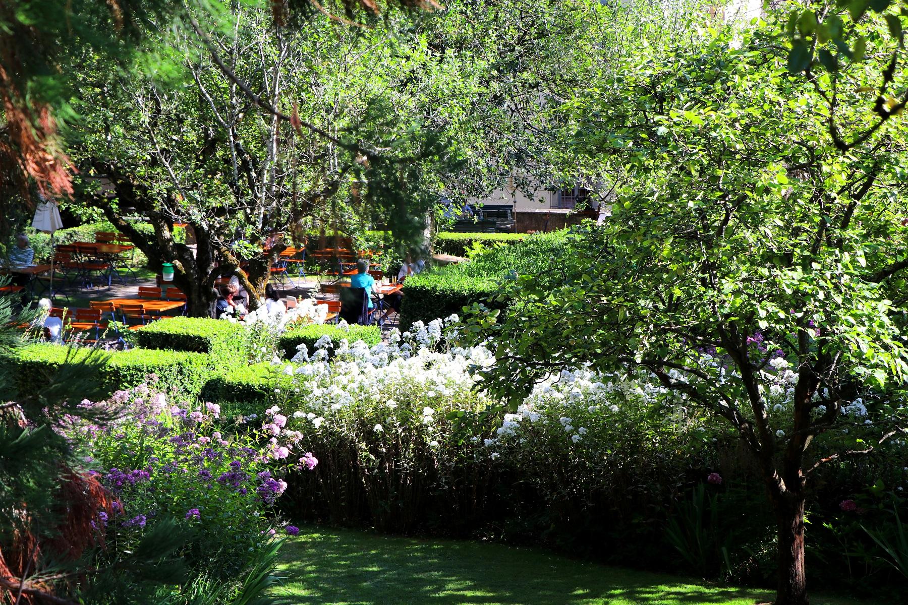 Im Restaurant-Garten: Palazzo Salis
