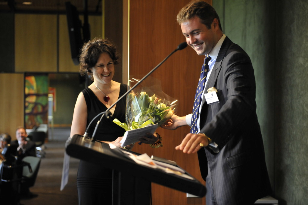 Annabel Crabb receives a vote of thanks from Simon Frame