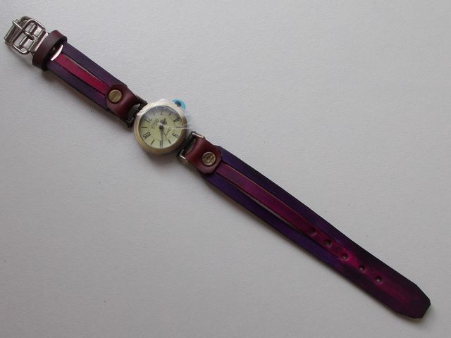 Montre quartz Bracelet cuir végétal,  teinté violet/rose 35€