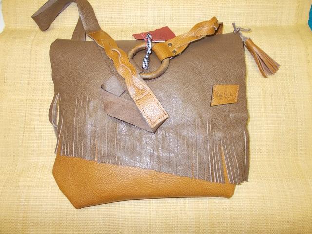 Sac à franges, cuir vachette ,  bandoulière 2 tresses + 1 pompon cuir 85€