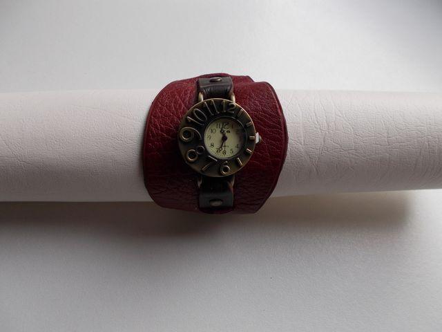 Montre quartz, Bracelet cuir veau rouge et brun foncé  40€