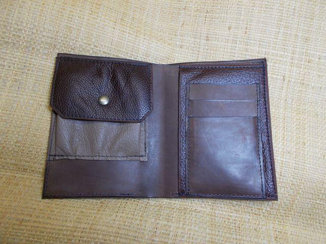 1 grande poche billet 1 poche monnaie 1 poche papiers 3 poches carte