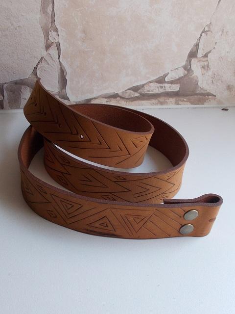 Ceinture cuir végétal velours, gravé à chaud à la main