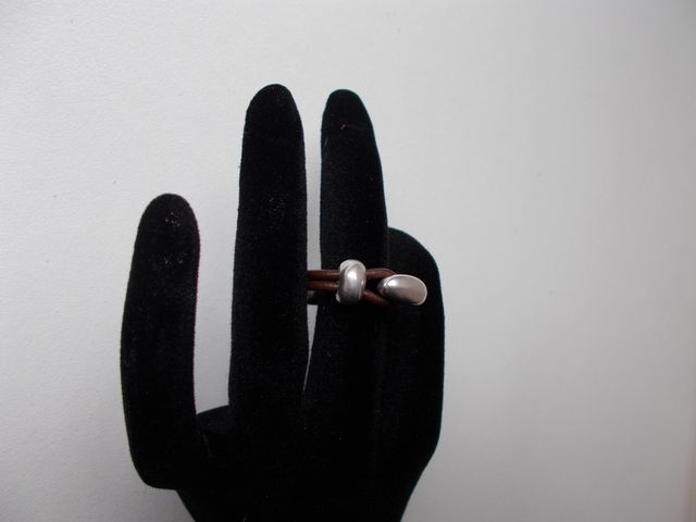 """Bague cuir bijoux """"demi lune"""" 18€"""