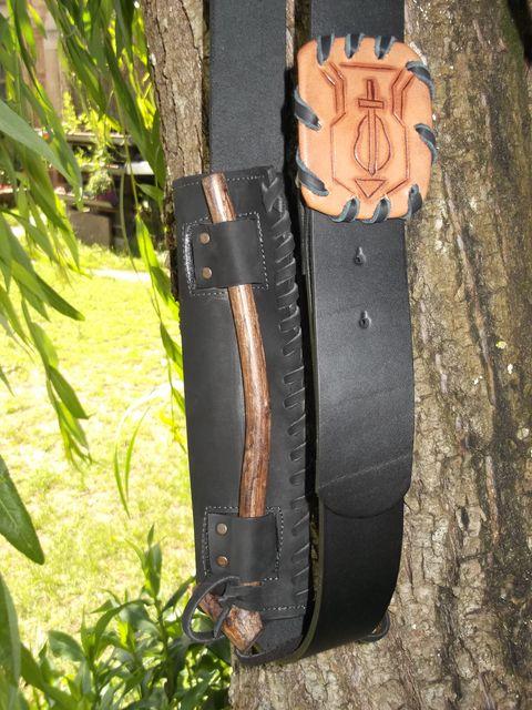 Fourreau à goupille avec ceinture et boucle, gainée, teinté, lacée, à la main