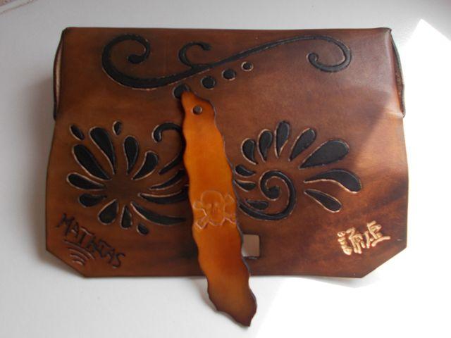 Trousse cuir végétal personnalisé, gravé teinté main