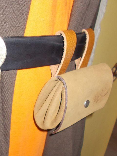 Petite besace à porter à la ceinture 3 poches cuir nubuck 35€