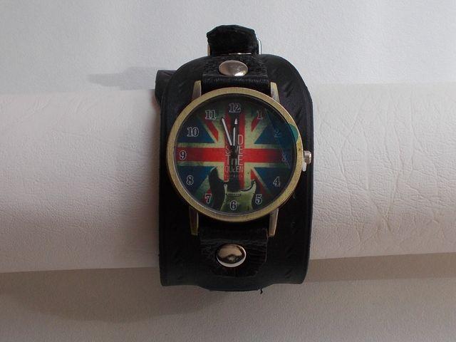 Montre quartz, Homme bracelet double tour cuir gravé 55€