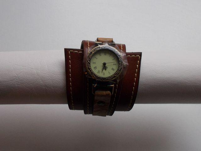 Montre quartz, Bracelet cuir veau marron 45€
