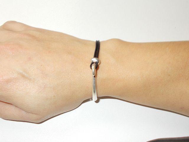 """Bracelet""""demi lune"""" bijoux et cuir 28€"""