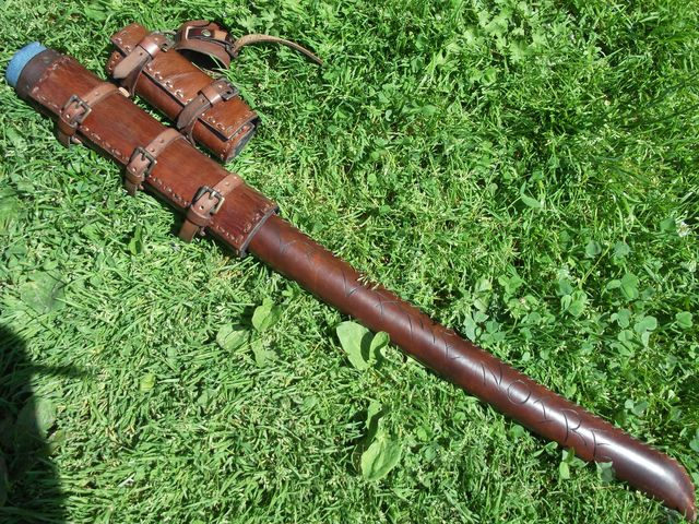 Gravure à chaud sur fourreau à épée