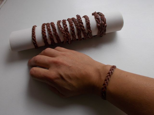 Bracelet  cuir tresse sans fin 8€
