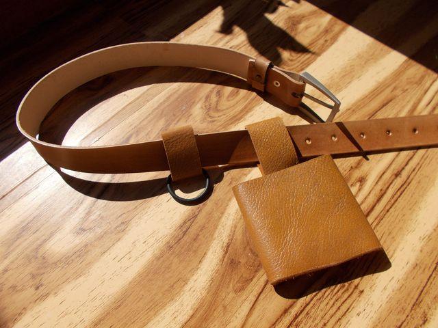 ceinture avec fourreau pour épée et anneaux à accrocher