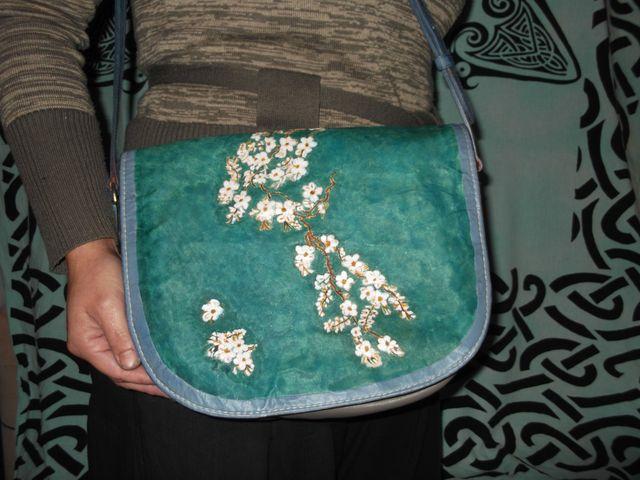 Sac cuir veau et cuir naturelle gravé teinté à la main inspiré des cerisiers de Van gogh