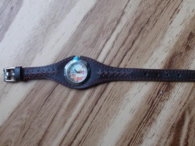 Bracelet montre, cuir végétal doublé déco couture et croix