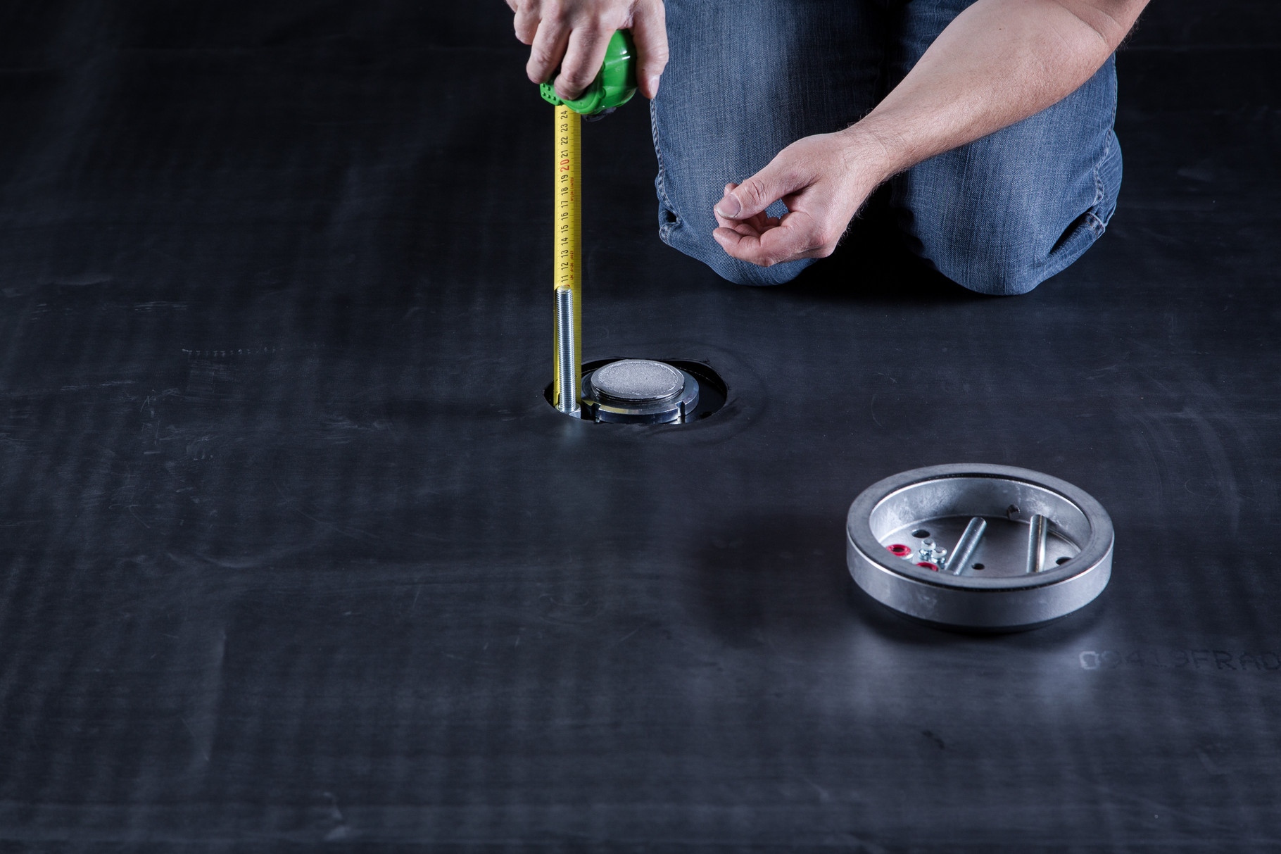 Achtung: Bei Gefälledämmung eventuell längere Gewindestangen einsetzen. Tipp: Gefälle mit Nivelliergerät vermessen.