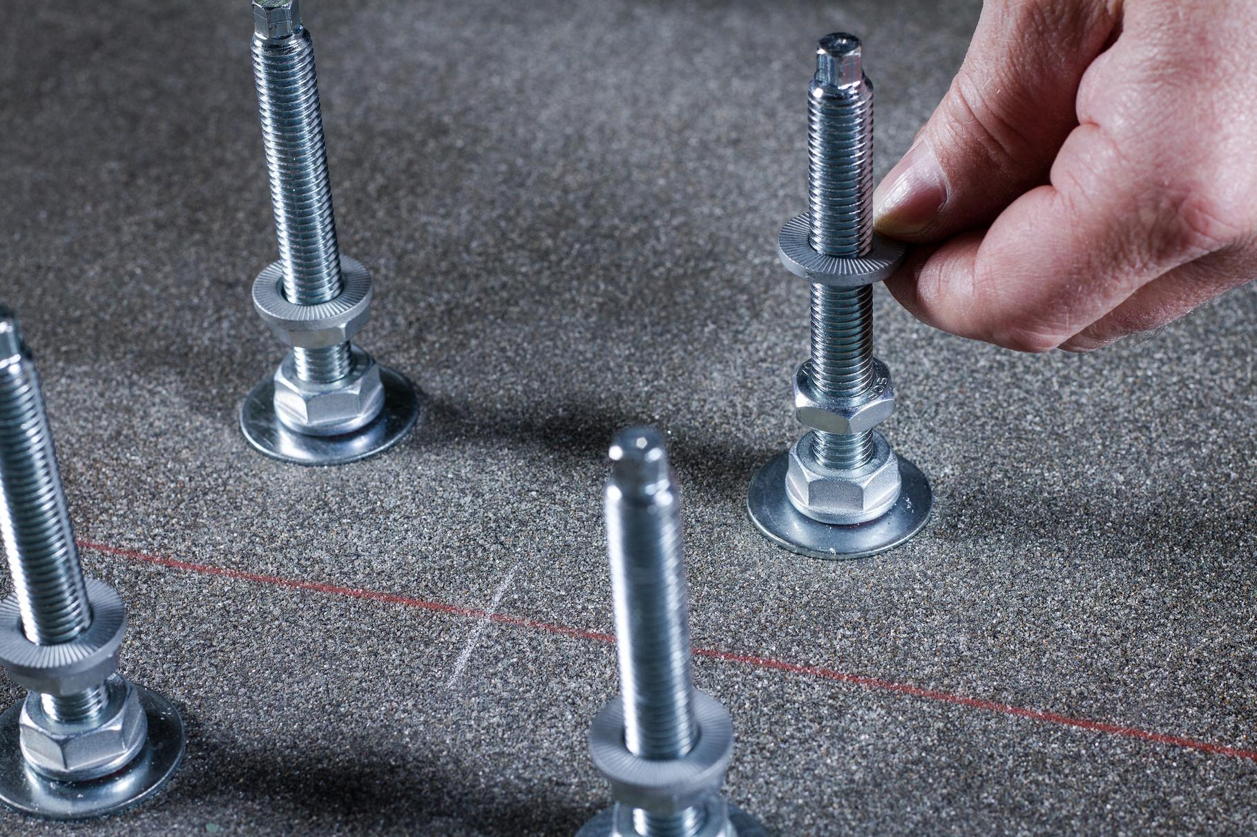 Muttern und Ripp Lock  Sicherungsscheiben (Montageset 2-B) anbringen.