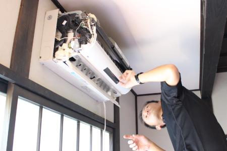分解の様子|壁掛けエアコンクリーニング