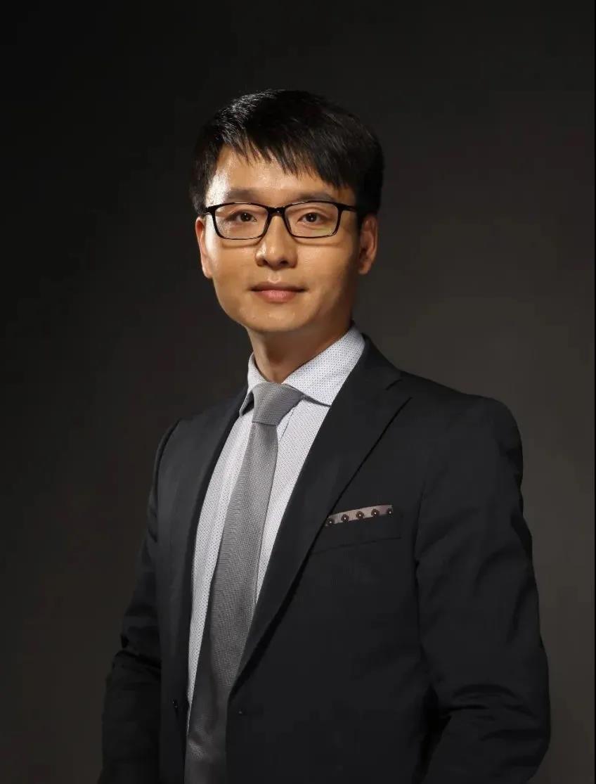 专访佛吉亚德国前销售总监郑坪 | 我如何从工程师成长为首个非德裔外籍销售总监