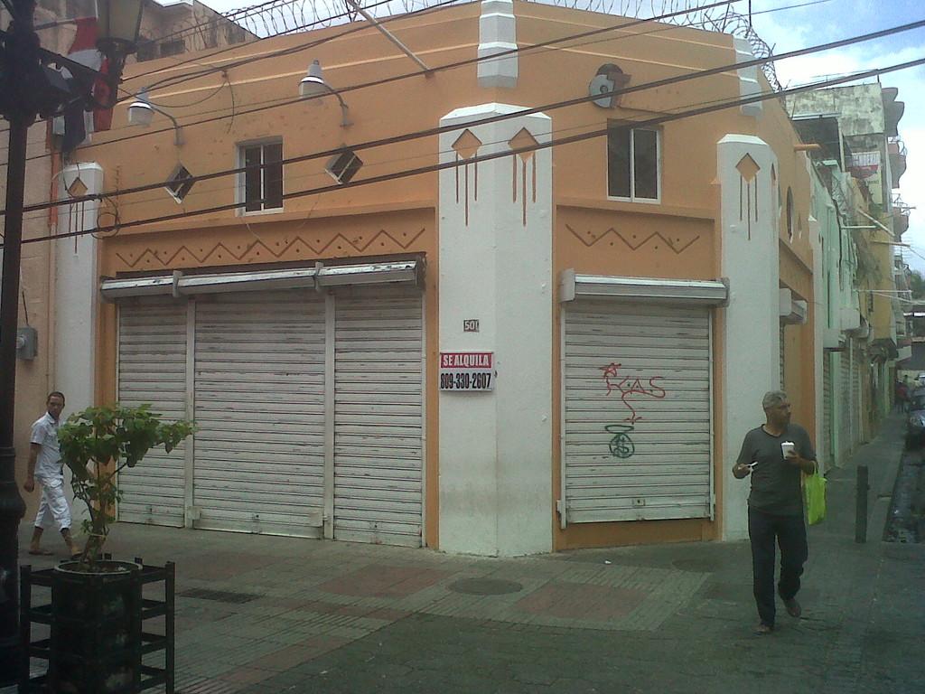 Negocio cerrado, local en alquiller, Conde esquina Sánchez