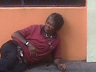 Una de las indigentes desvalidas que pululan en la calle El Conde