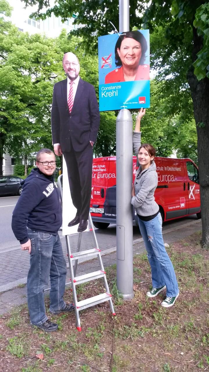 Plakatieren im Europawahlkampf