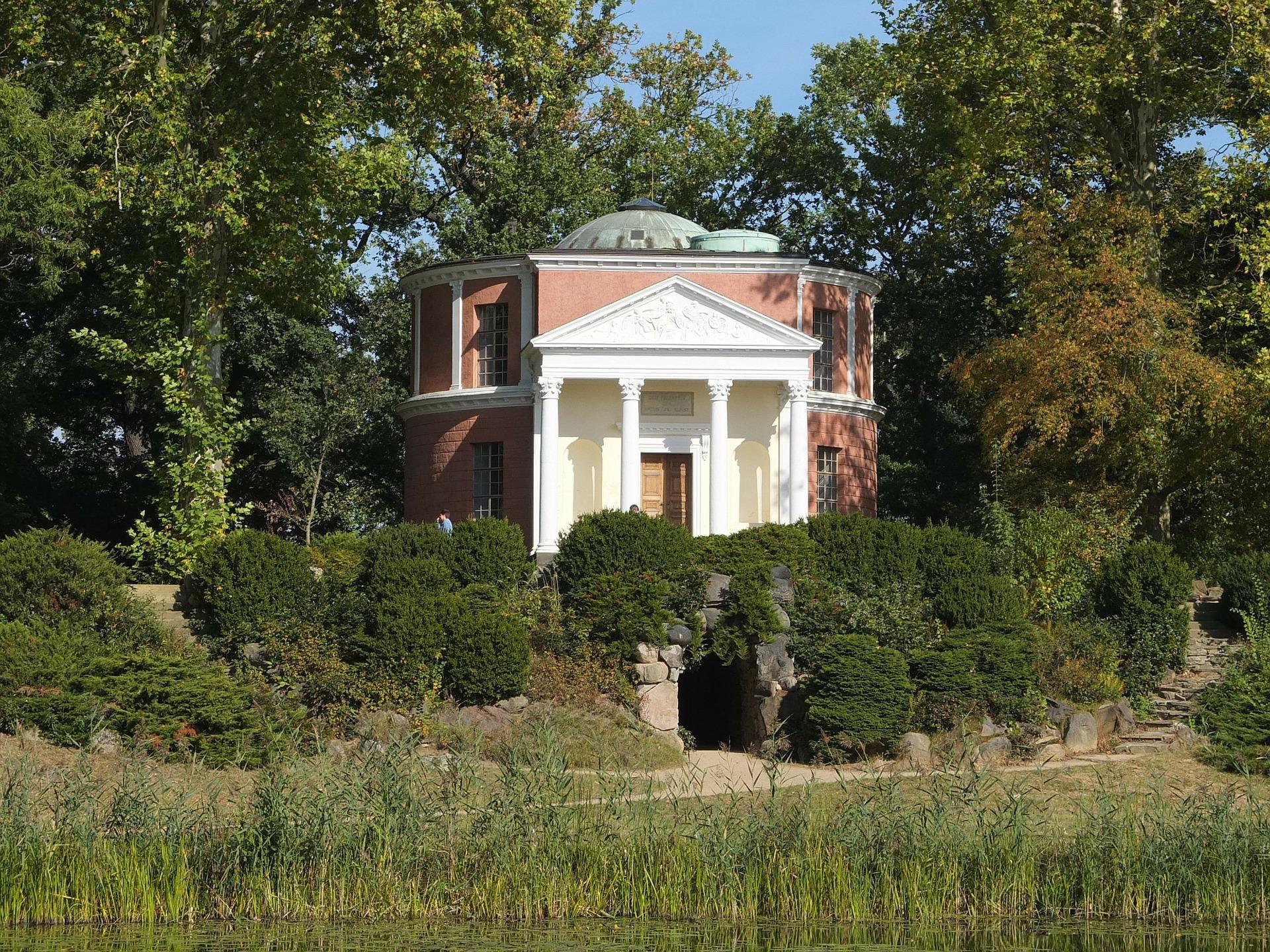 Gartenbaukunst im Wörlitzer Park mit dem Citroen 2CV Charleston entdecken