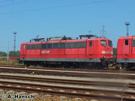 Auch das Schicksal von 151 060-1 ist die z-Stellung. Am 22. Juli 2014 steht sie noch in ansehnlichem Zustand in Rostock Seehafen