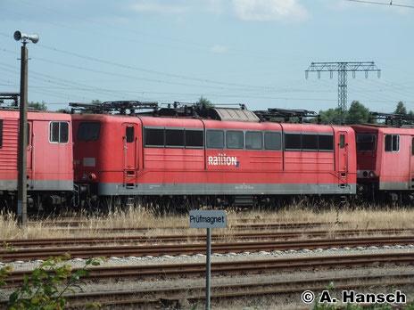 Auch 151 131-0 ist in Rostock Seehafen z-gestellt. Am 22. Juli 2014 konnte ich die Lok auf Bild bannen