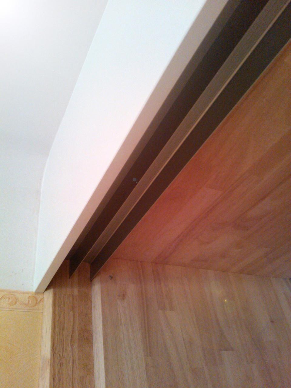 habillage haut (continuité du plafond et cache rail coulissant)