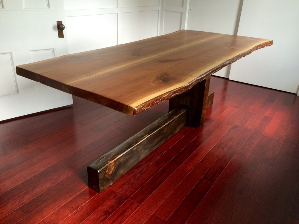 Cantilevered table walnut