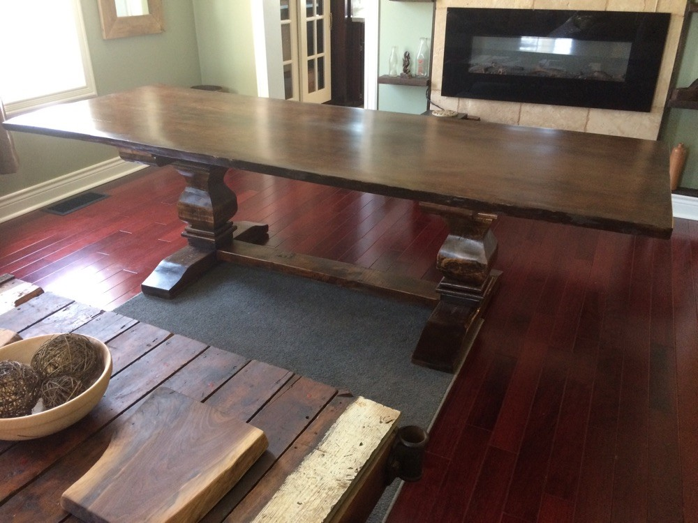 Chunky violin base table
