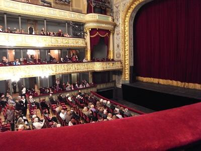 ラトヴィア、リーガ ラトビア国立オペラ劇場 オペラ観客 2009年3月20日 志摩園子氏撮影