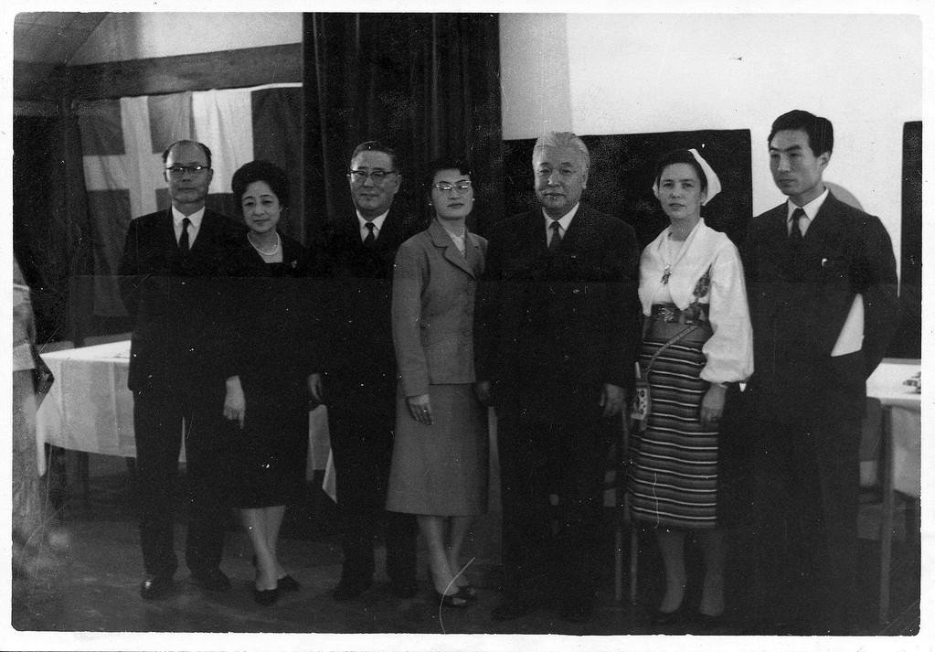 左から、高井先生、尾崎夫妻、橋詰氏、式場先生、ノードマック氏、大谷先生