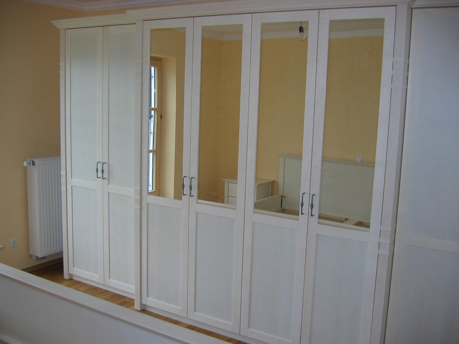Schlafzimmerschrank mit Spiegelfronten
