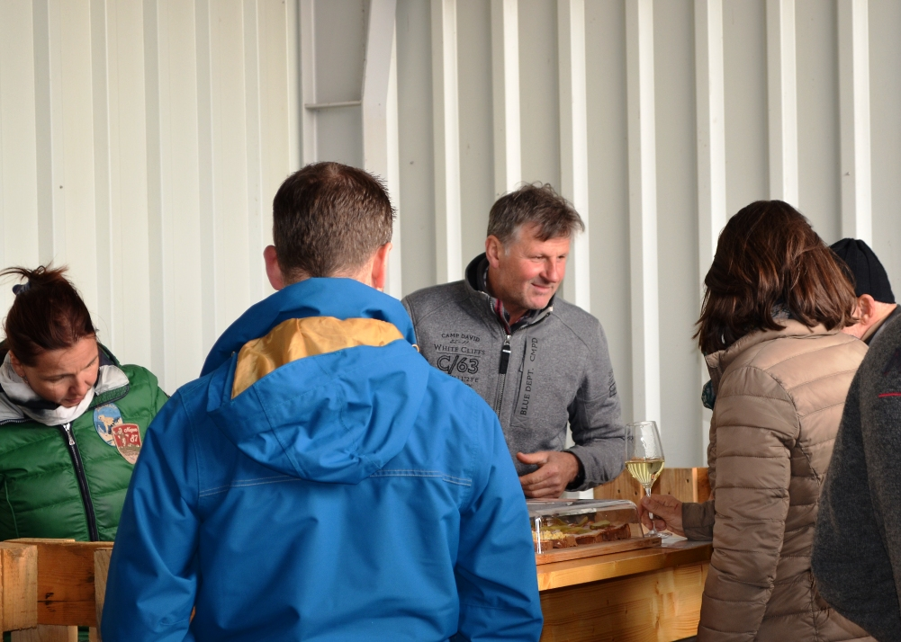 Martin Schindler kümmert sich um das leibliche Wohl der Besucher!