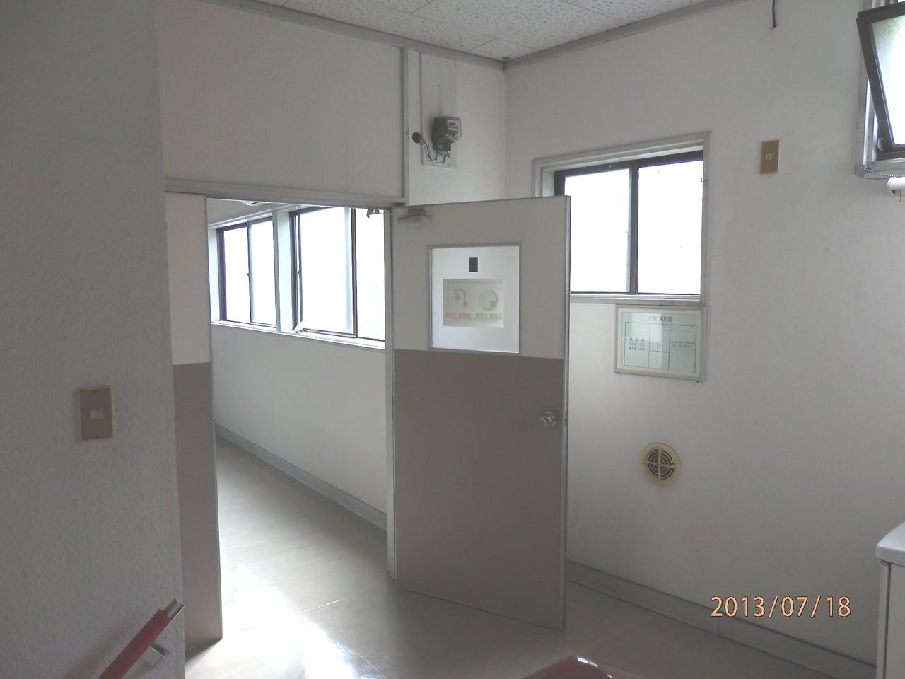 KECビル2階、201号室(10坪)入口(開、事務所として使用可能)