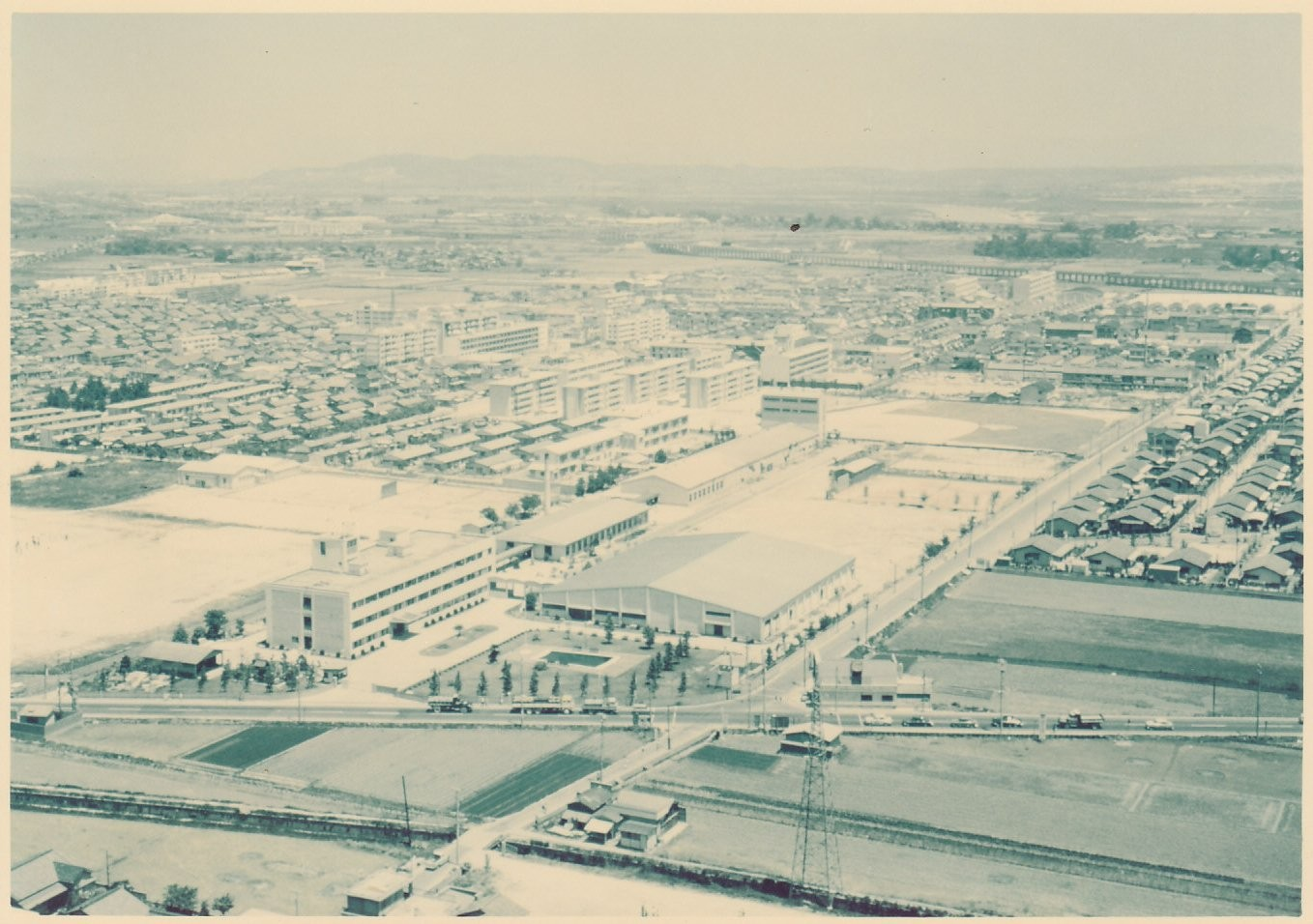1970年 東洋紡績(株)高槻研究所 全景   Aerial picture of Takatsuki Research Center of TOYOBO Co., Ltd. in 1970