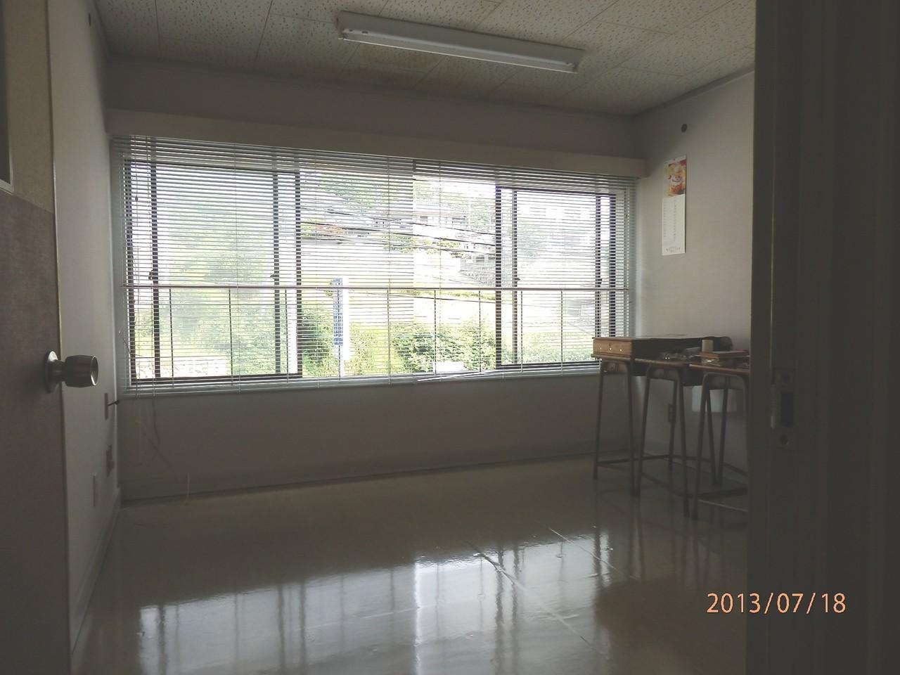 KECビル2階、203号室(2.5坪)内部(電子機器開発・試作室として使用)