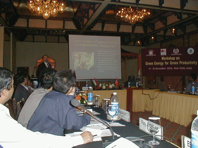 2002.11 Participation to APO International forum in Delhi, India, introducing our own electricity saving technology