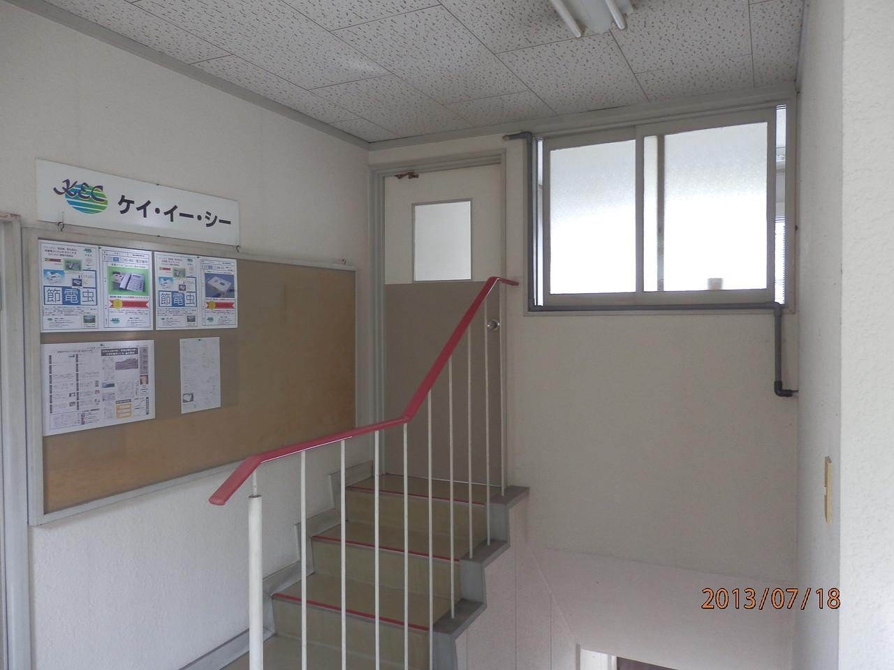 KECビル2階、203号(2.5坪)入口(閉)